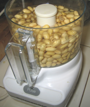 Pureeing soy beans