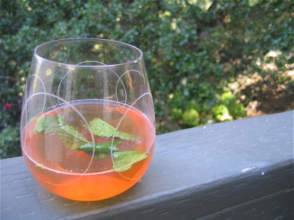 Gin and Red Tea Cocktail with Fresh Mint